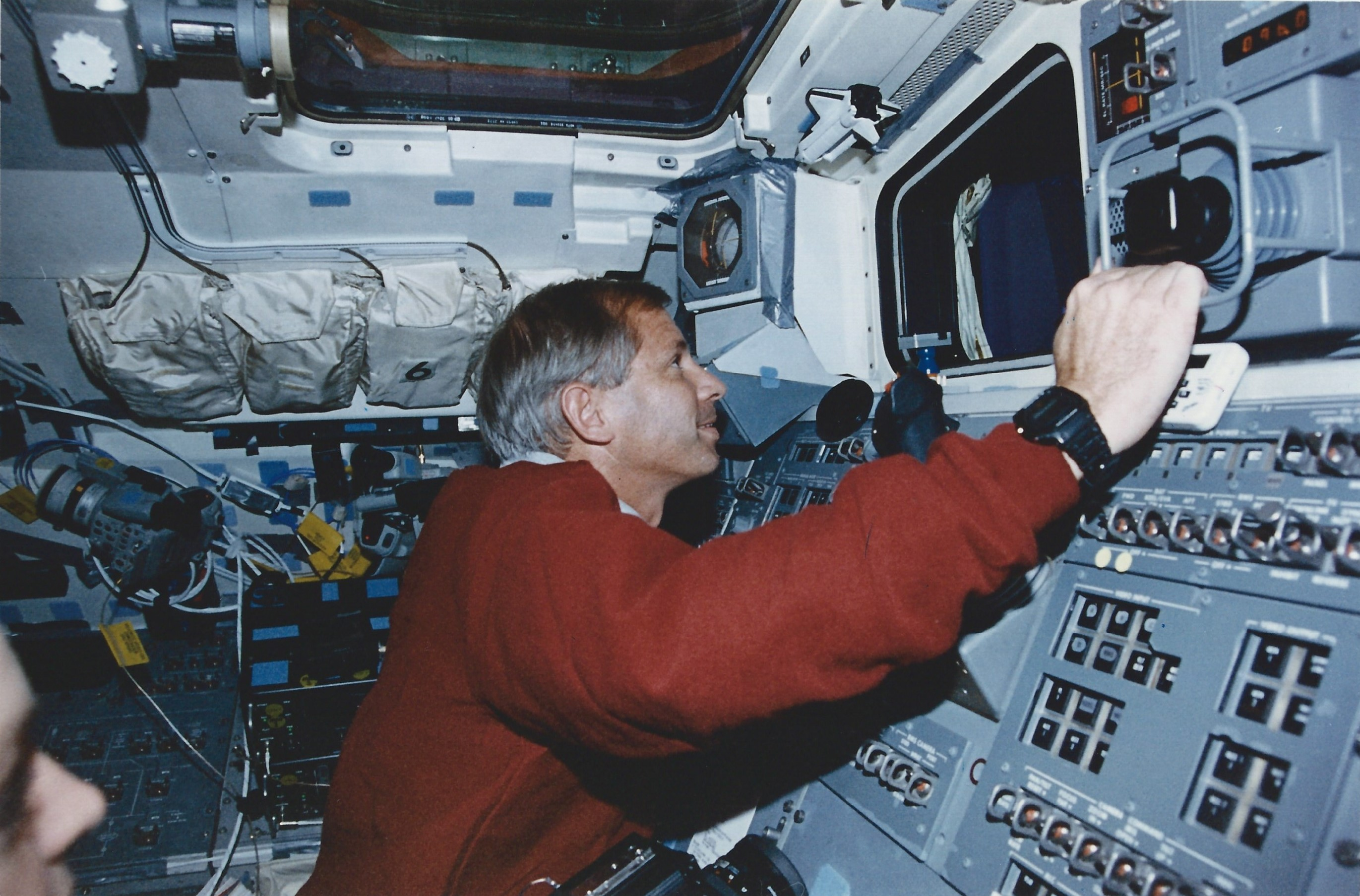 Ken Cockrell flies Columbia from aft flight deck during proximity operations on STS-80 (NASA STS080-334-002)
