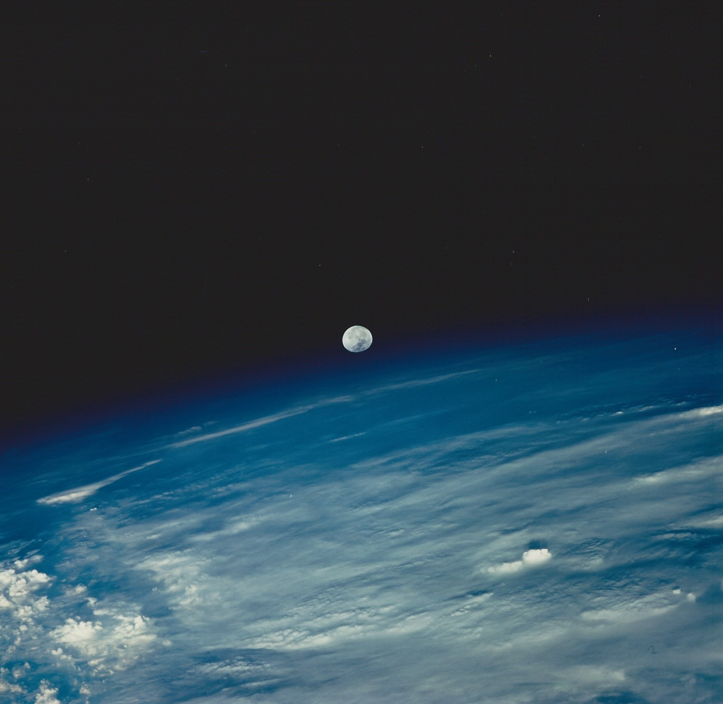 Moonrise from Columbia (NASA STS080-759-038)